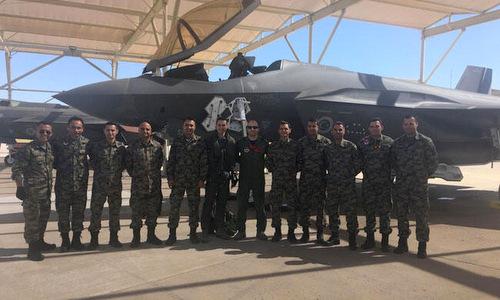 Phi công và kỹ thuật viên Thổ Nhĩ Kỳ tại căn cứ Luke hồi đầu năm 2019. Ảnh: Hurriyet.