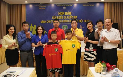Ban tổ chức công bố mẫu áo đấu giải Bóng đá Quốc gia dành cho trẻ em có hoàn cảnh đặc biệt 2019.