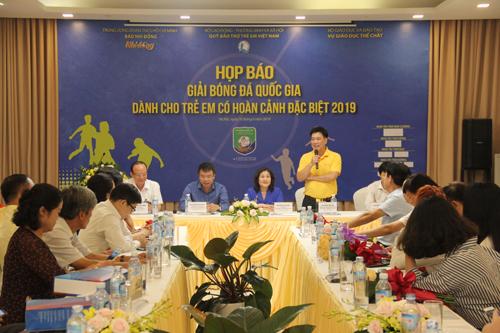 Ông Hoàng Văn Tiến chia sẻ về các hoạt động của Quỹ bảo trợ trẻ em Việt Nam.