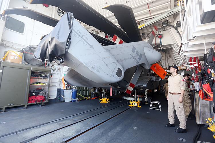 Trực thăng được trang bị trên tàu HMCS Regina. Ảnh: Xuân Ngọc