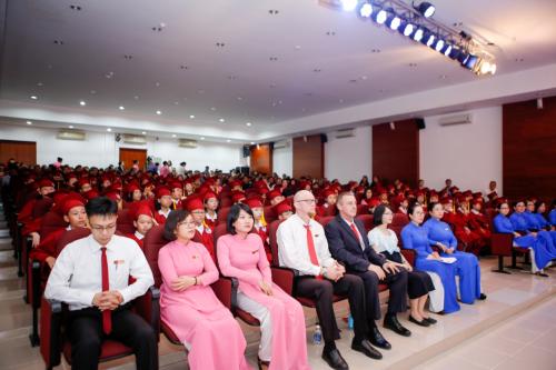 Mới đây, Trường Quốc tế Á Châutổ chức lễ chia tay học sinh lớp 5 với sự góp mặt của ban giám hiệu nhà trường, các thầy cô, phụ huynh cùng các em học sinh khối 5 IPS.