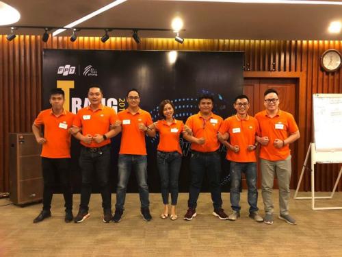 Mentor Tống Văn Linh (thứ ba từ trái sang) nhận định Automotive sẽ một trong những ngành có xu hướng đầu tư lớn nhất trong công nghệ