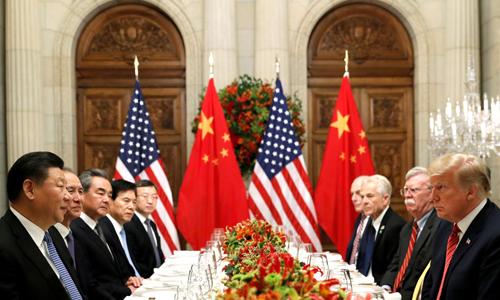 Chủ tịch Trung Quốc Tập Cận Bình (ngoài cùng bên trái) và Tổng thống Mỹ Donald Trump (ngoài cùng bên phải) cùng các cố vấn trong bữa tối làm việc sau hội nghị G20 ở Argentina hồi tháng 12/2018. Ảnh: Reuters.