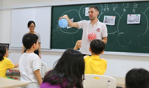 Tất cả giáo viên và nhân viên của Vietschool đều trải qua khóa đào tạo Nhà giáo khai sáng.