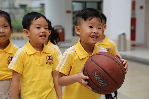 Trường đưa tinh thần giáo dục khai phóngvào từng tiết học và từng hoạt động giáo dục cụ thể.