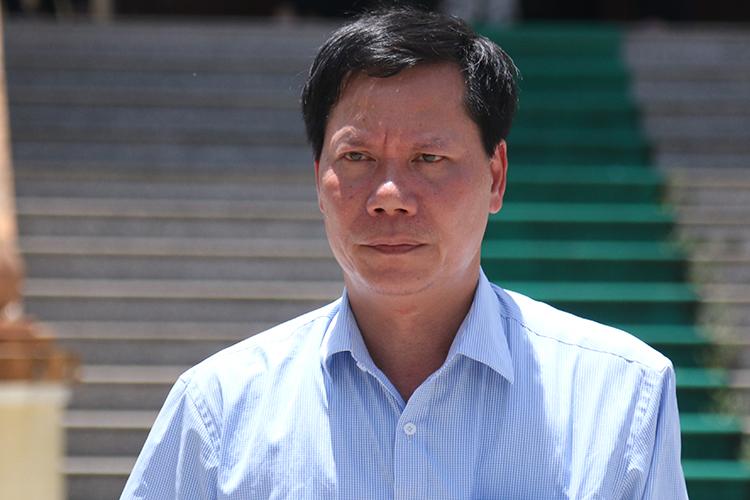 Nguyên giám đốc bệnh viện Trương Quý Dương đến toà. Ảnh: Phạm Dự.