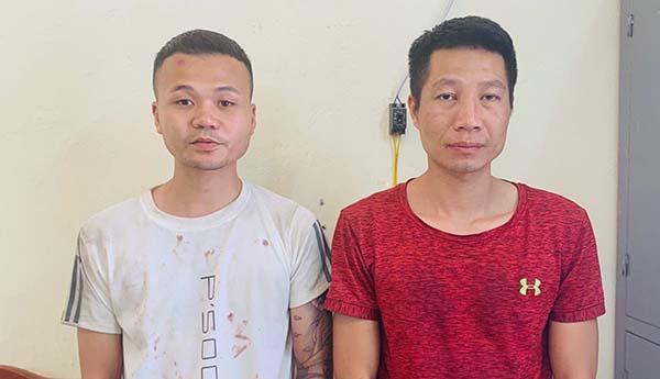 Hai nghi can Nguyễn Đoan Út (trái) và Lê Ngọc Trang tại cơ quan công an. Ảnh:Lam Sơn.