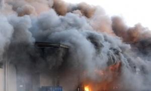 Khói lửa cuồn cuộn tại khu công nghiệp ở Phú Thọ