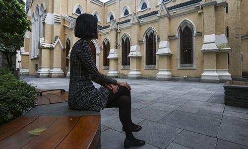 Sarah Ko, nữ luật sư 31 tuổi chi không íttiền cho dịch vụ mai mối.Ảnh: SCMP.