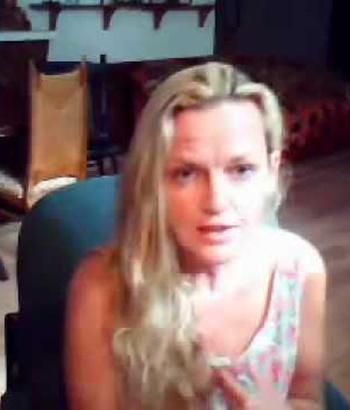 Sherry Shriner trong một video được đăng trên mạng. Ảnh: DU.
