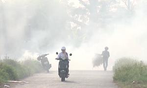 Khói đốt rơm rạ mù mịt sau vụ gặt ở Thái Bình