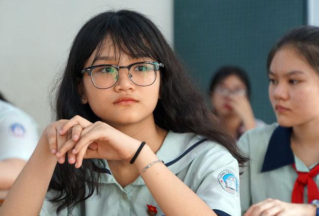 Thí sinh dự thi lớp 10 năm 2019 tại điểm thi THCS Điện Biên (quận Bình Thạnh, TP HCM). Ảnh: Mạnh Tùng.