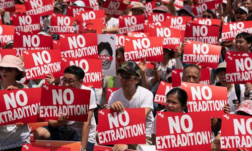 Người Hong Kong biểu tình phản đối dự luật dẫn độ hôm 9/6. Ảnh: Reuters.