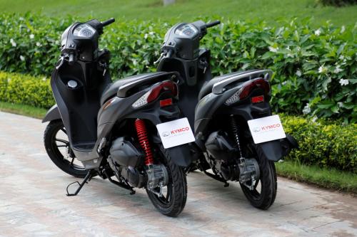 Scooter mới đáp ứng tốt ở ba tiêu chí an toàn, tiện lợi và thời trang với 4 màu đỏ, xám, trắng và đen. Tham khảo màu sắc, tính năng và giá tại đây.