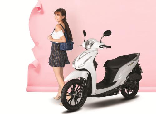Candy Hermosa 50cc thiết kế trang nhã, gọn, phù hợp cho nữ chạy.