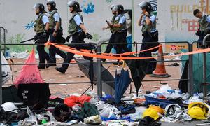 Đường phố Hong Kong ngập rác sau cuộc biểu tình chống dự luật dẫn độ