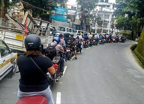 Hàng xe thẳng tắp và ngay ngắn- một điều hiếm bao giờ thấy ở Việt Nam.