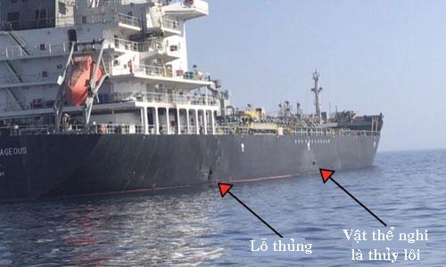 Vật thể hình tam giác nghi là thủy lôi gắn bằng nam châm trên vỏ tàu Kokura Courrageous. Ảnh: CENTCOM.