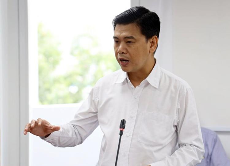 Ông Nguyễn Văn Dũng nói về sai phạm trong xây dựng, hôm nay. Ảnh: Trung tâm báo chí TP HCM.