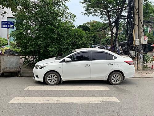 Đỗ xe ngang đường