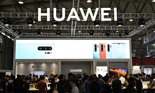 Gian hàng của Huawei tại triển lãm hàng điện tử tại Thượng Hải ngày 11/6. Ảnh: AFP.