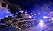 Lính Ba Lan say rượu, lái xe tăng ra phố