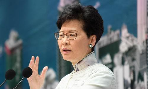Trưởng đặc khu Hong Kong thông báo hoãn thảo luận dự luật dẫn độ hôm 14/6. Ảnh: AFP.