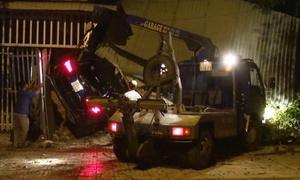 Xe Mercedes tông ba nhà dân ở Bình Phước, một người chết