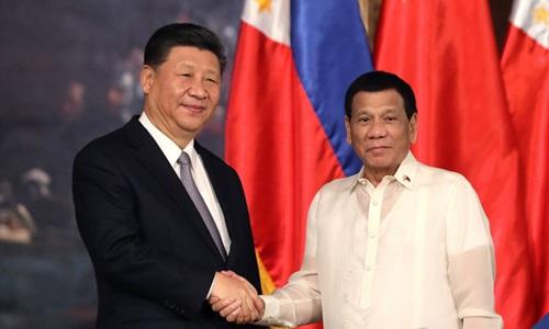 Chủ tịch Trung Quốc Tập Cận Bình (trái) và Tổng thống Philippines Rodrigo Duterte trong chuyến thăm Manila của ông Tập tháng 11/2018. Ảnh: Phủ Tổng thống Philippines.