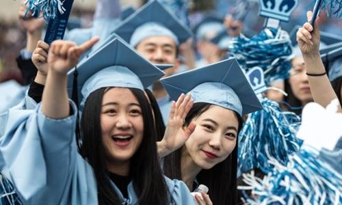 Sinh viên Trung Quốc dự lễ tốt nghiệp ở Đại học Columbia năm 2015. Ảnh: Xinhua.