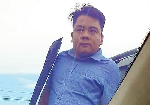 Giang 36 cầm lái xe bán tải chặn ôtô 4 chỗ chở Công an Đồng Nai. Ảnh: Thái Hà