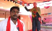 Người đàn ông Ấn Độ dựng tượng Trump để thờ như vị thần