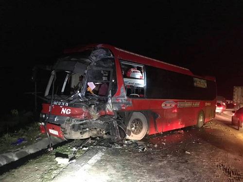 Xe giường nằm tai nạn ở Mai Châu. Ảnh: Minh Chuyên