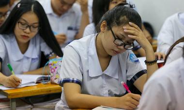Học sinh Sài Gòn ôn bài đến khuya trước kỳ thi THPT quốc gia