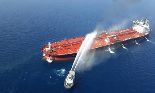 Tàu dầu Front Altair của Na Uy sau vụ tấn công ở vịnh Oman hôm 13/6. Ảnh: Reuters.