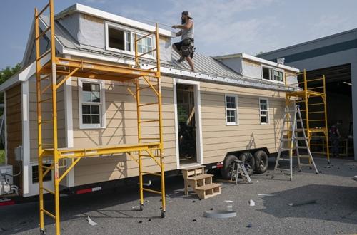Một căn nhà di động do công ty Liberation Tiny Homes thi côngtại Leola, Pennsylvania hôm 5/6. Ảnh: AFP.