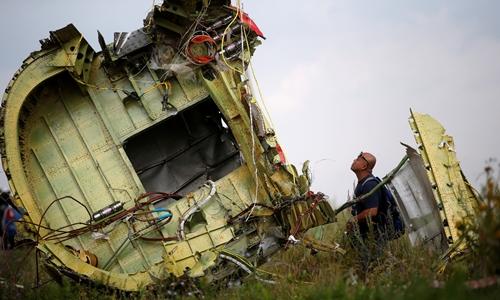 Mảnh vỡ của máy bay MH17 tại đông Ukraine tháng 7/2014. Ảnh: Reuters.