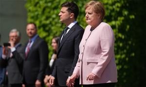 Thủ tướng Đức giải thích việc run lẩy bẩy trong lễ đón Tổng thống Ukraine