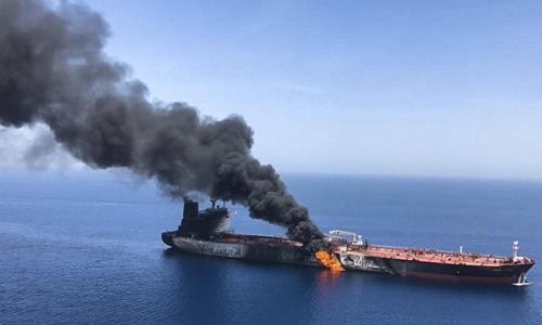 Tàu dầu bị tấn công ở Vịnh Oman ngày 13/6. Ảnh:Reuters.