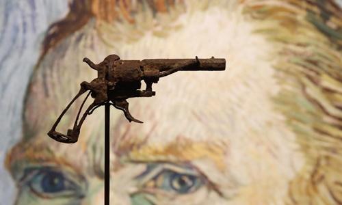 Khẩu súng được cho là vũ khí Van Gogh sử dụng để tự tử năm 1890 tại Pháp. Ảnh: AFP.