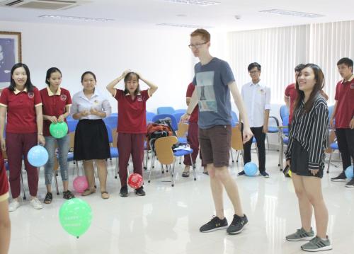 Những hoạt động tương tác thể hiệntinh thần gắn kết giữa sinh viên SIU và Harvard.