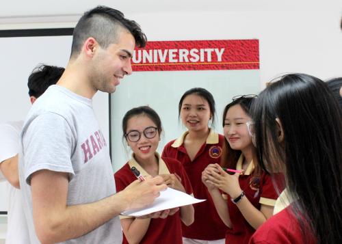 Là trường đại học đề cao việc xây dựng các mối quan hệ hợp tác và giao lưu văn hóa quốc tế, SIU thường xuyên đón tiếp nhiều tổ chức và trường học quốc tế đến tham quan, trao đổi văn hóa, học thuật.