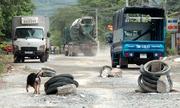 Người dân Nha Trang dựng chướng ngại vật ngăn xe tải gây bụi