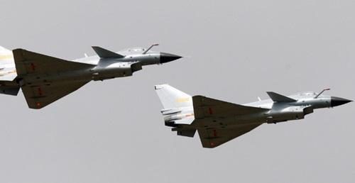 Các chiến đấu cơ J-10 của Trung Quốc tại triển lãm hàng không Chu Hải năm 2010. Ảnh: Reuters.