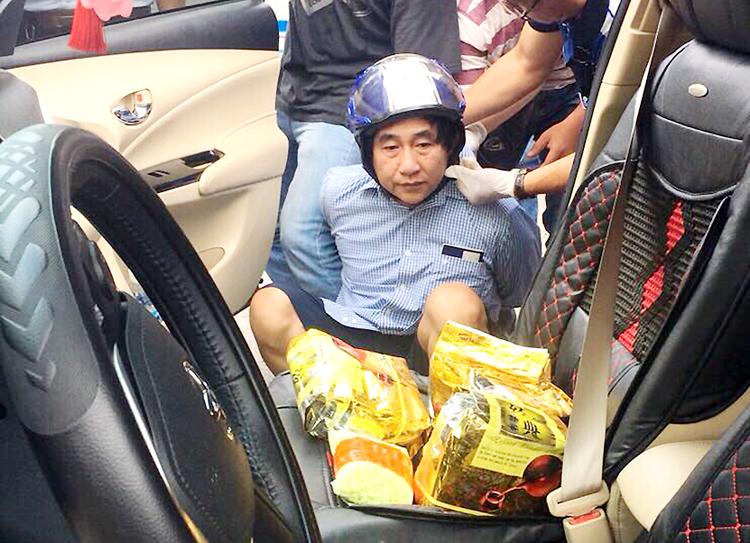 Thái bị cảnh sát bắt cùng ma tuý. Ảnh: T.H