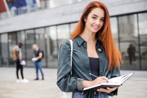 Australia, Canada, New Zealand... là nhữngquốc gia phù hợp để du học sinh ở lại làm việc vài năm sau khi khi tốt nghiệp.