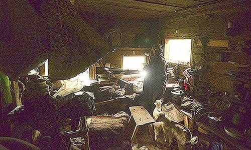 Bà Agafya trong ngôi nhà của mình. Ảnh: Siberian Times