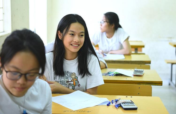 Thí sinh dự thi vào lớp 10 ở Hà Nội. Ảnh: Giang Huy