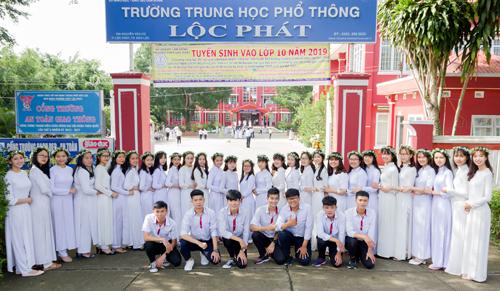 Học trò trường THPT Lộc Phát trong lễ trưởng thành.