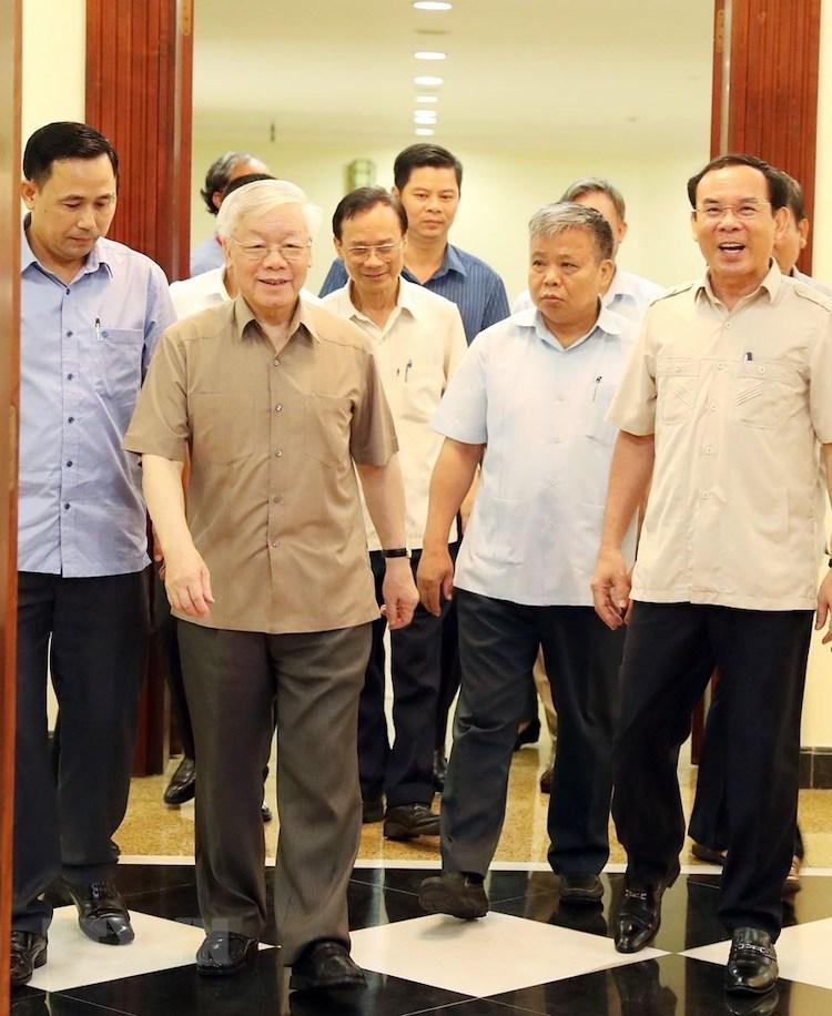 Tổng bí thư, Chủ tịch nước Nguyễn Phú Trọng và các đại biểu tham dự phiên họp Bộ Chính trị ngày21/6. Ảnh: TTX.